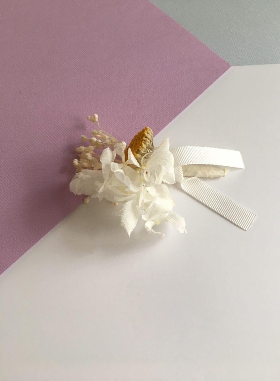 Boutonnière de mariage en fleurs naturelles - Accessoire mariage homme en fleurs séchées et stabilisées - Les Fleurs Dupont - aux tons jaune et moutarde