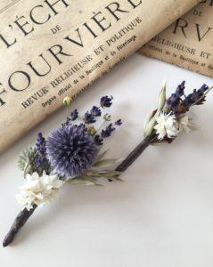 Boutonnière de mariage Violine en fleurs naturelles - Accessoire mariage homme en fleurs séchées et stabilisées - Les Fleurs Dupont