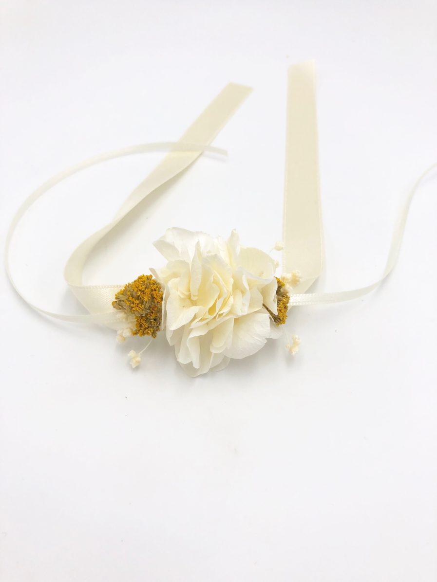 Bracelet de demoiselles d'honneur Hysope aux tons jaune et blanc