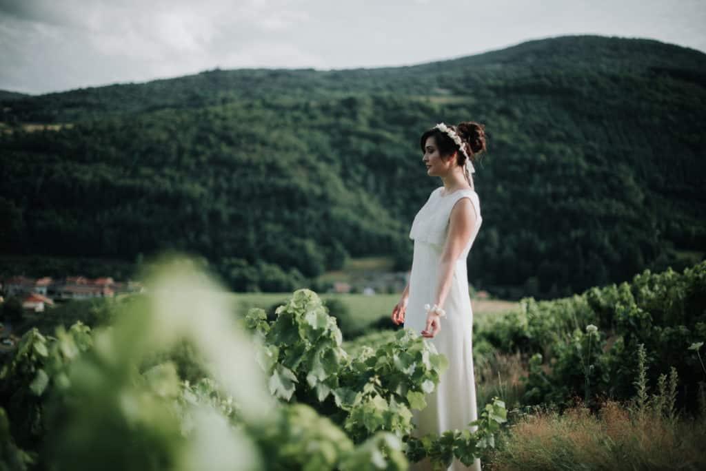 Léa-Fery-photographe-professionnel-lyon-rhone-alpes-portrait-creation-mariage-evenement-evenementiel-famille- porter une couronne de fleurs de mariage