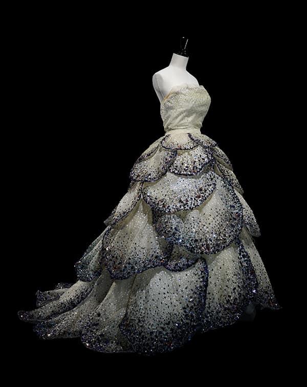 Robe Junon -Christiandior_1949_credits_lazizhamani - Article porter une couronne de fleurs