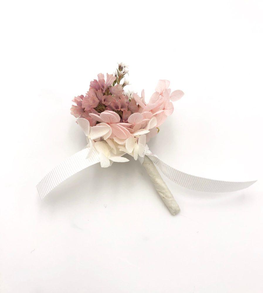 Boutonnière de marié Lilla en fleurs stabilisées et séchées