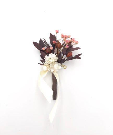 Boutonnière de mariage Rhéa en fleurs stabilisées