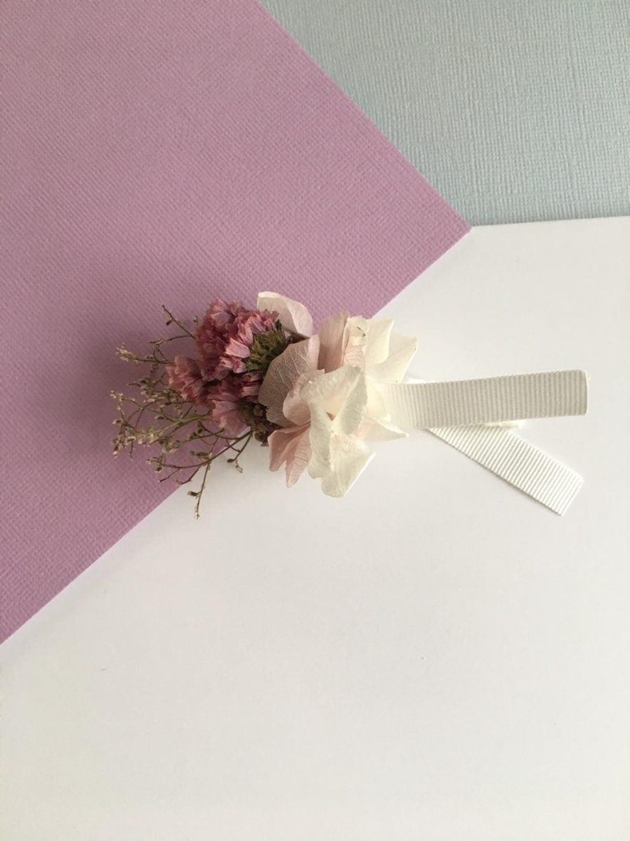 Boutonnière du marié Lilla - Fleurs séchées et stabilisées aux tons roses