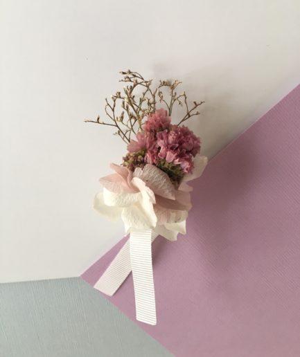 Boutonnière du marié Lilla - Fleurs séchées et stabilisées aux tons roses - Les Fleurs Dupont