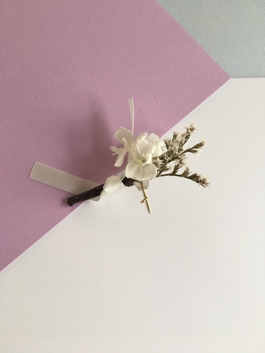 Boutonnière de mariage Aster en fleurs séchées et stabilisées