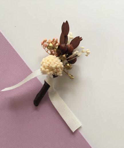Boutonnière de mariage Rhéa en fleurs naturelles séchées
