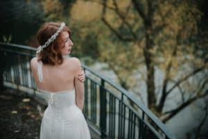 Shooting inspiration mariage - Photographie Léa Fery - Robes Pourpre - Couronne de fleurs de mariage Les Fleurs Dupont
