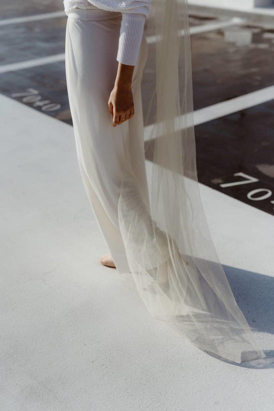 Photographie Anaïs Nannini - Voile de mariée fleuri Aretha Couleur Ivoire - Collaboration Ingrid Fey les Fleurs Dupont - Porter un voile de mariée taille 220 cm