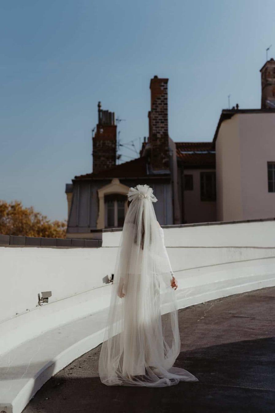 Photographie Anaïs Nannini - Voile de mariée fleuri Aretha Couleur Ivoire - Collaboration Ingrid Fey les Fleurs Dupont - Voile de taille cathédrale