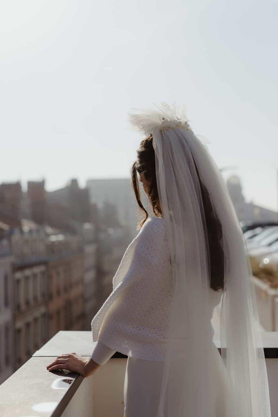 Photographie Anaïs Nannini - Voile de mariée fleuri Aretha Couleur Ivoire - Collaboration Ingrid Fey les Fleurs Dupont - porter un voile de mariée taille cathédrale -