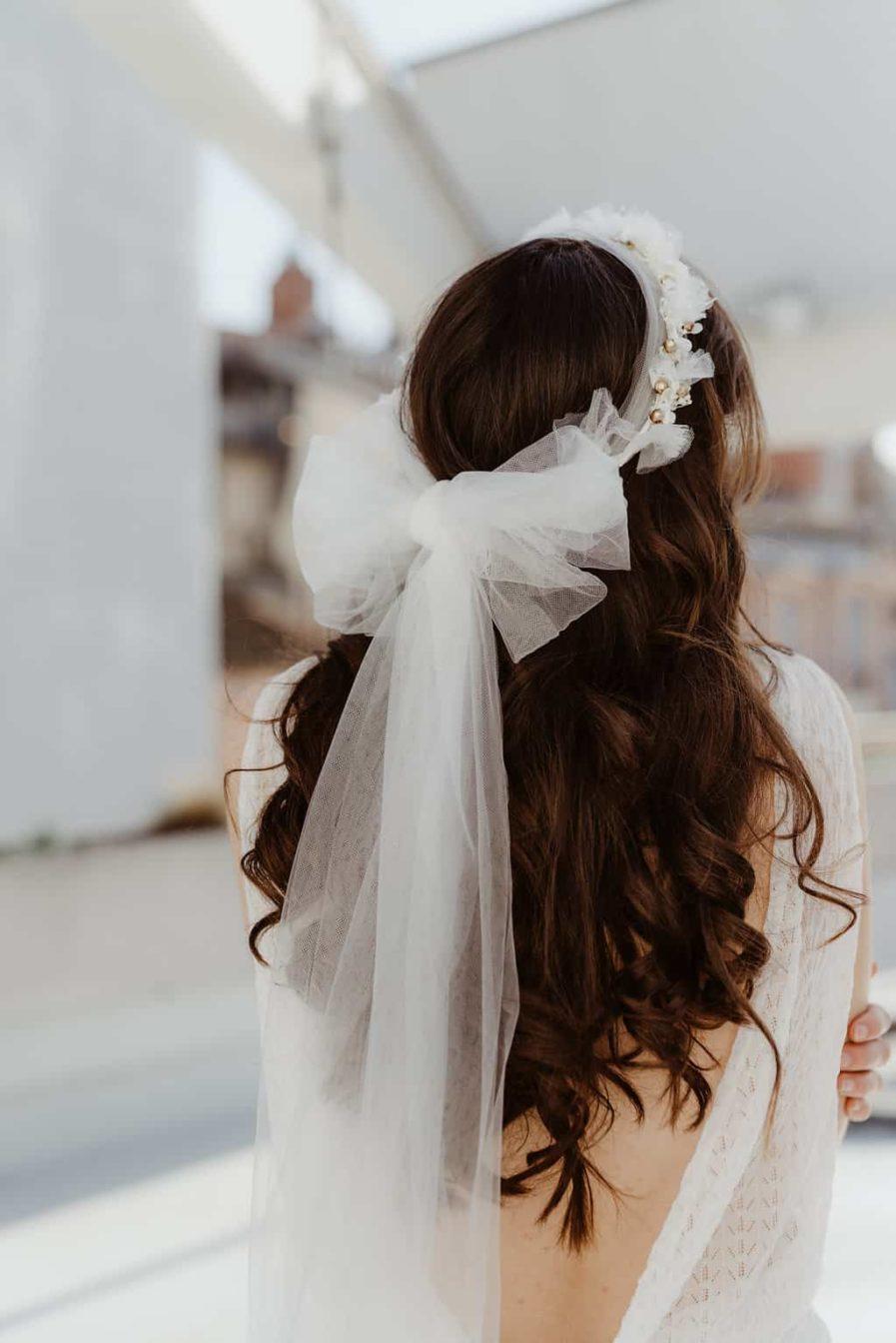Photographie Anaïs Nannini - Couronne de fleurs voile Etta - Collaboration entre l'Amoureuse by Ingrid Fey et les Fleurs Dupont - Collection 2018