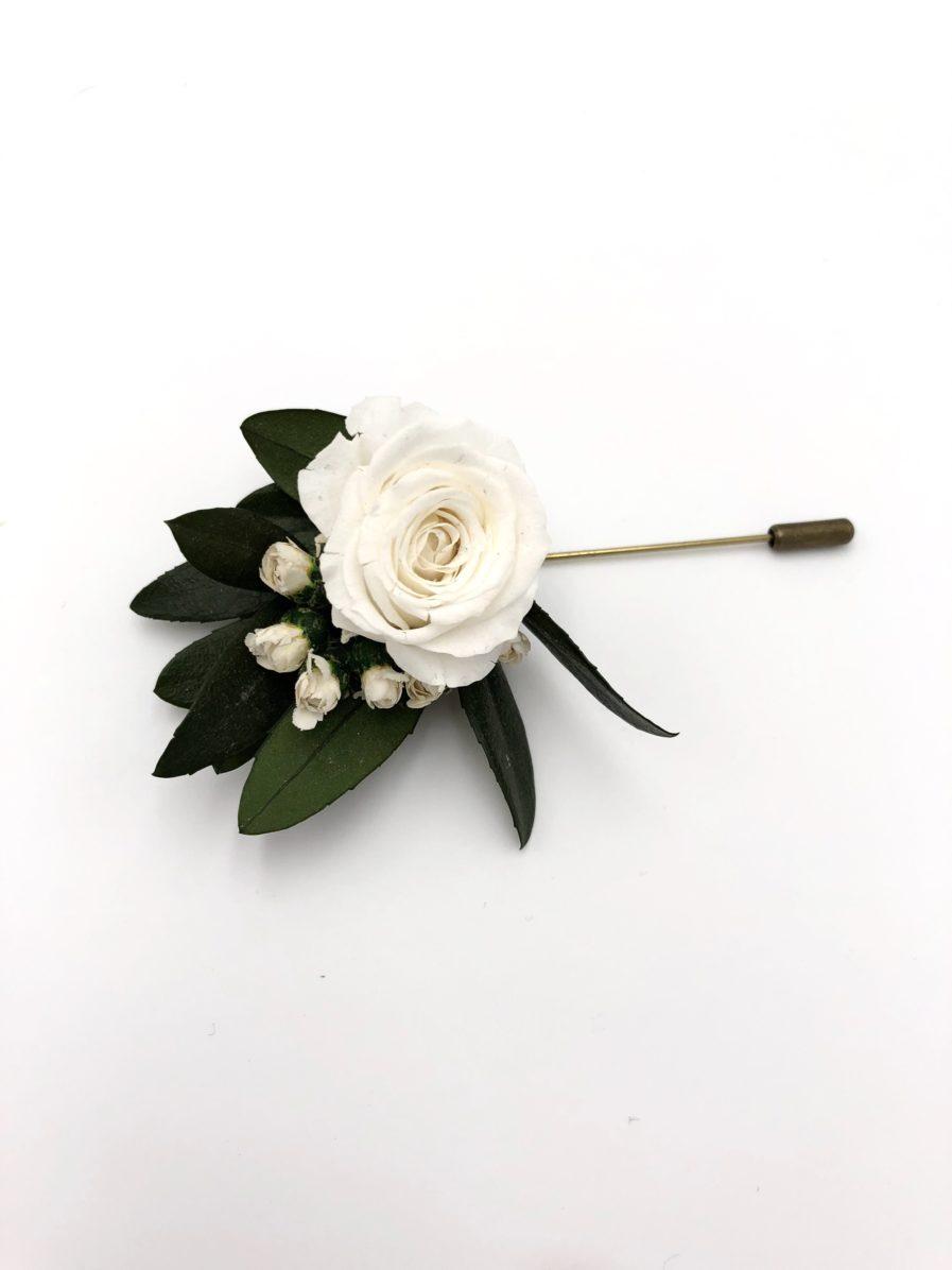 Boutonnière de marié Elaia en fleurs stabilisées