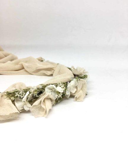 Couronne de fleurs voile Billie - hotographie Anaïs NanniniCollaboration entre l'Amoureuse by Ingrid Fey et les Fleurs Dupont