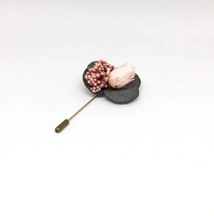 Boutonnière en fleurs Pancrace - Accessoire du marié et des témoins - Chic et délicat
