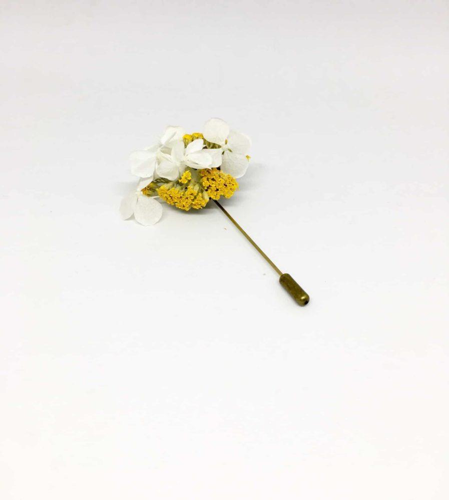Boutonnière en fleurs Felix - Accessoire du marié et des témoins en fleurs séchées et stabilisées