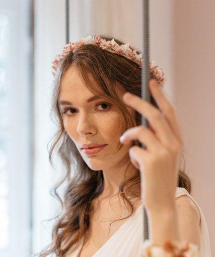 Couronne de fleurs Candi pour le mariage aux tons roses