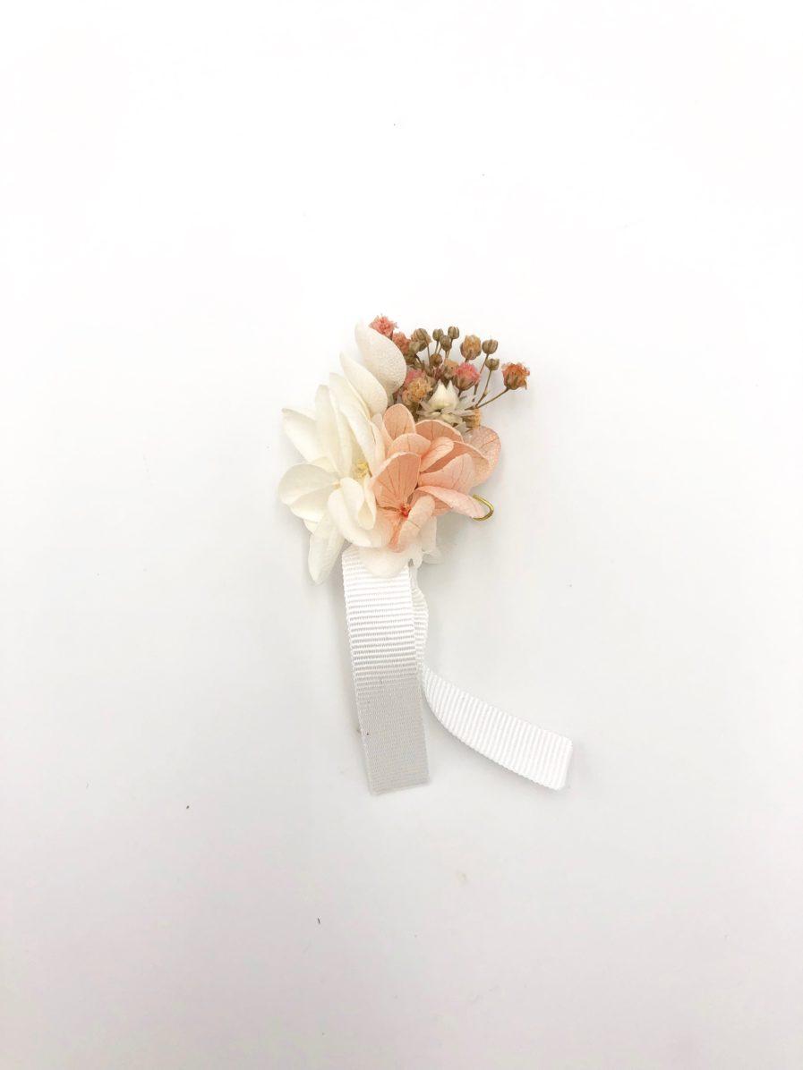 Boutonnière de mariage Candi en fleurs rose et pêche