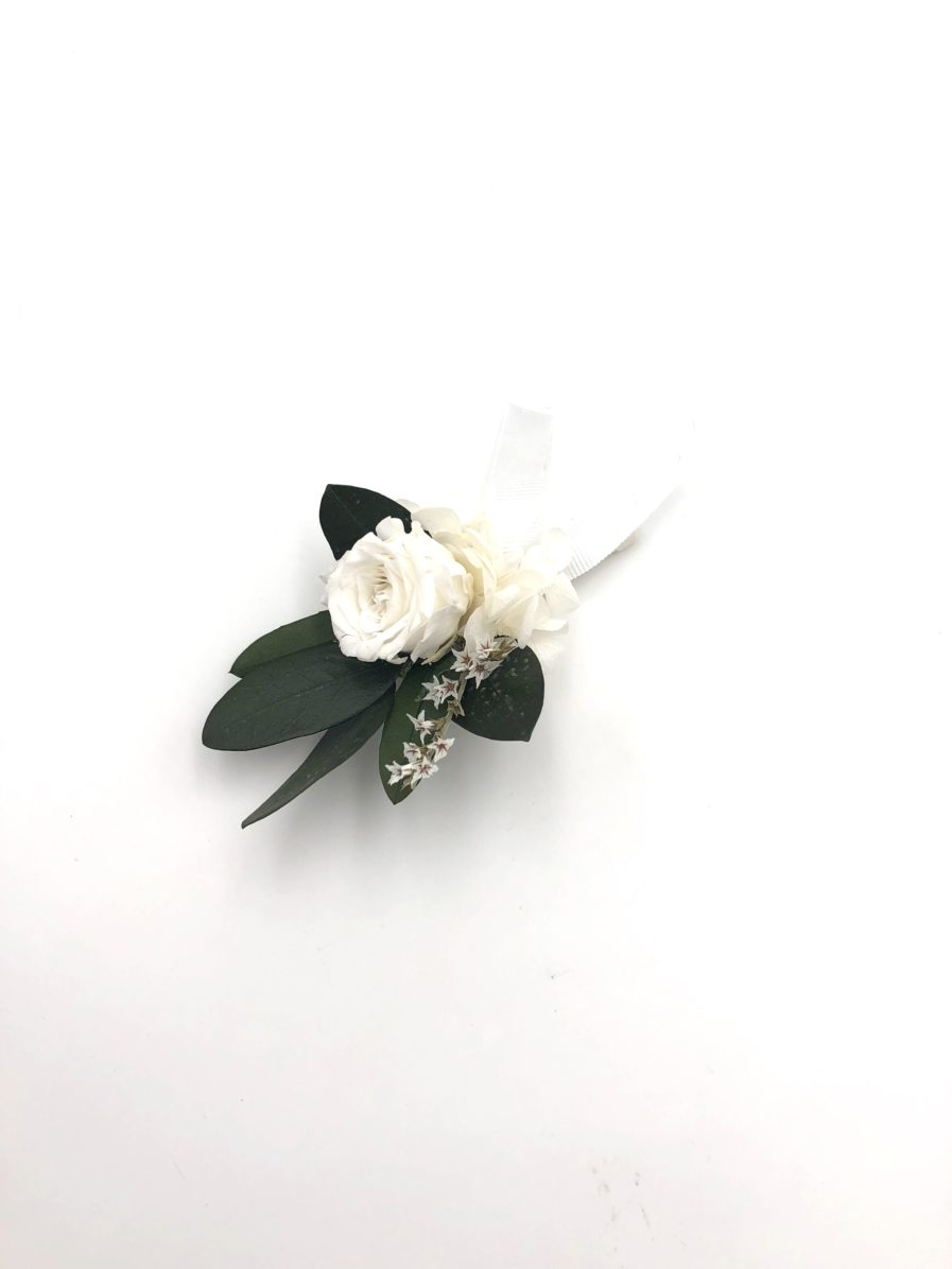 Boutonnière de mariage Elaia en fleurs séchées et stabilisées et olivier