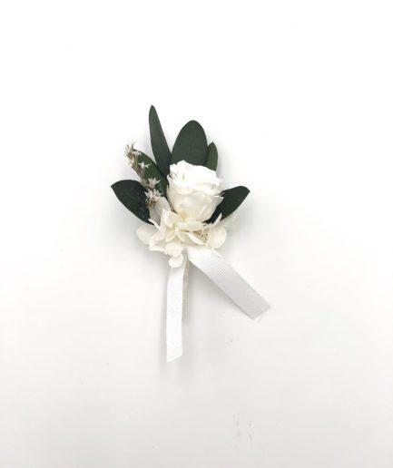 Boutonnière du marié Elaia en fleurs stabilisées avec feuilles d'olivier