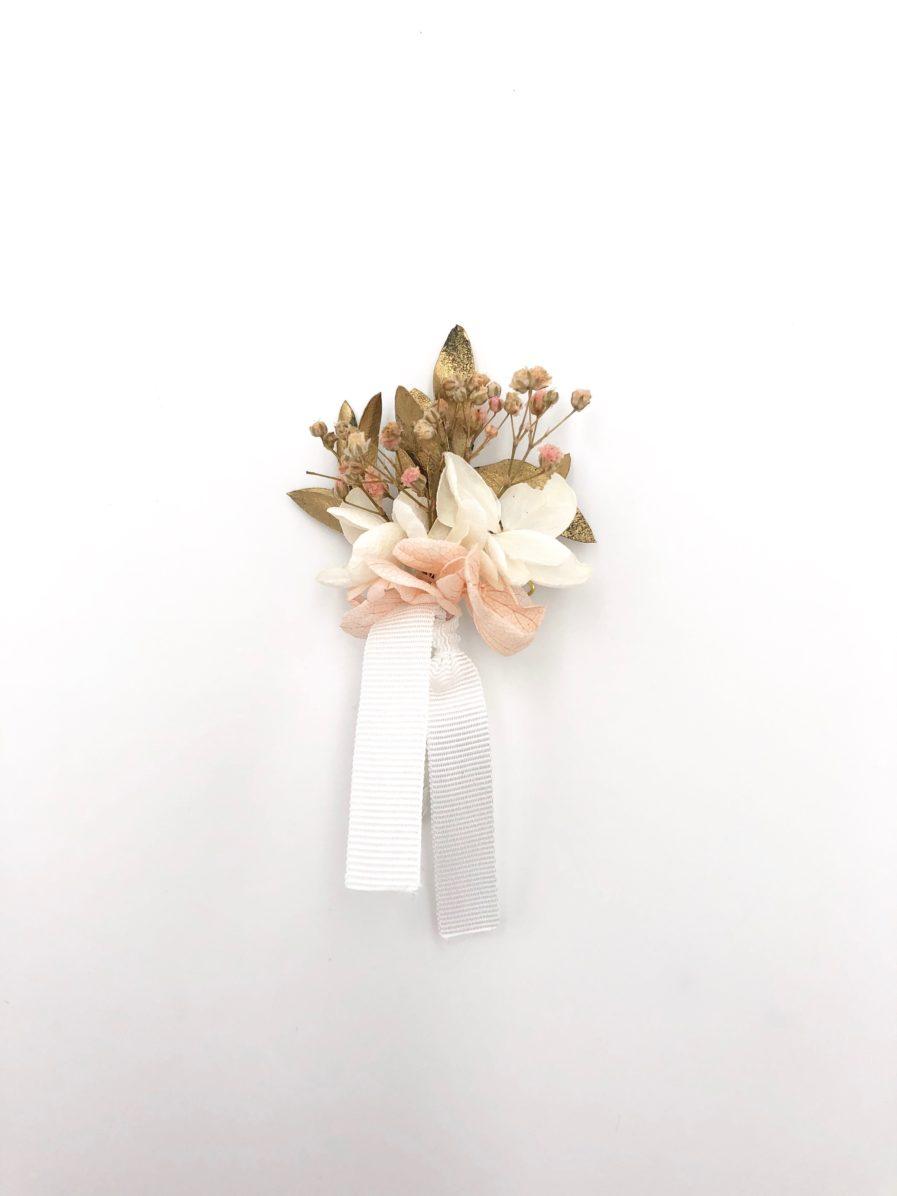 Boutonnière en fleurs Candi doré pour le marié