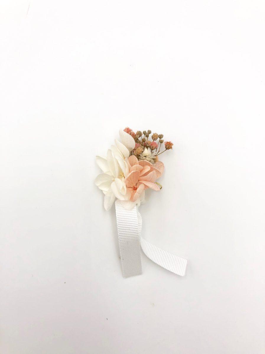 Boutonnière en fleurs roses Candi