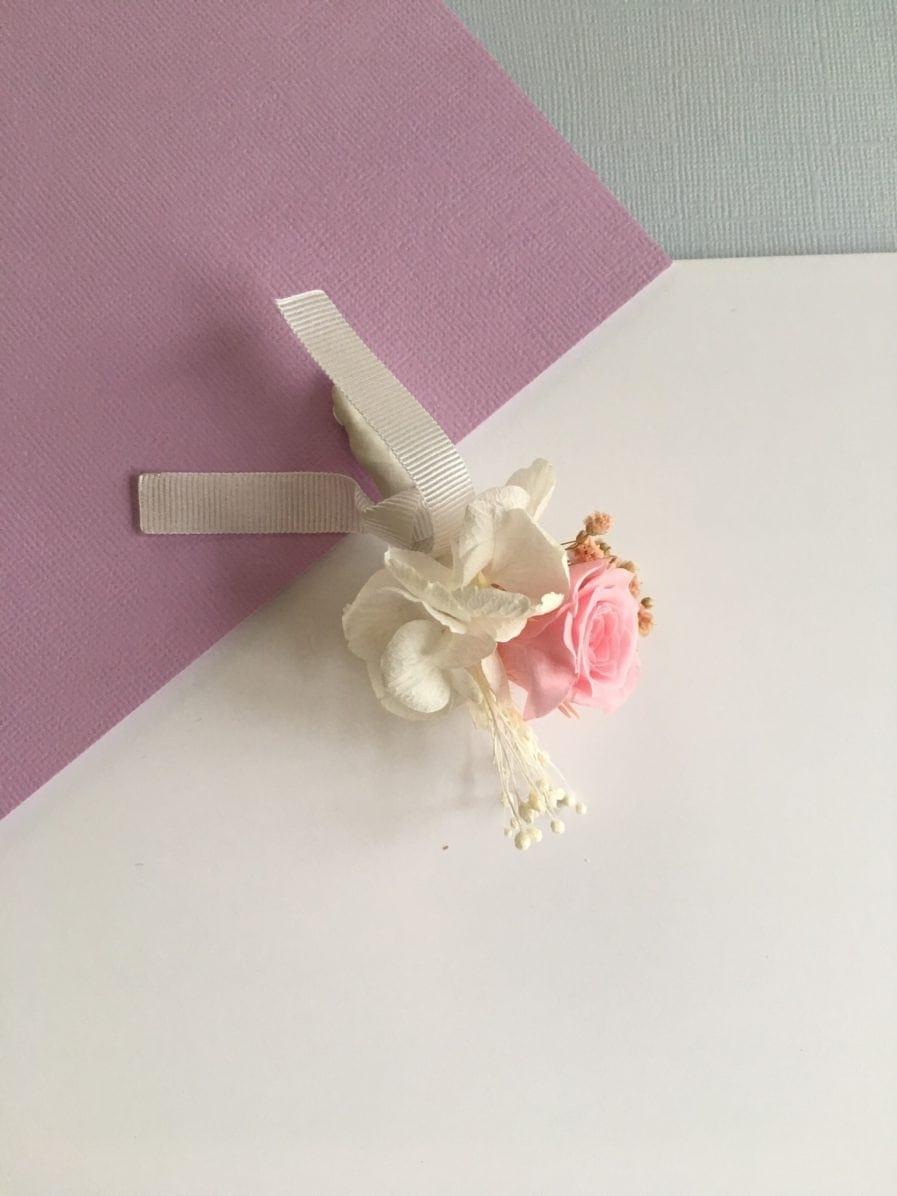 Boutonnière de marié Lima en fleurs stabilisées - Les Fleurs Dupont - Rose couleur rose et blanc