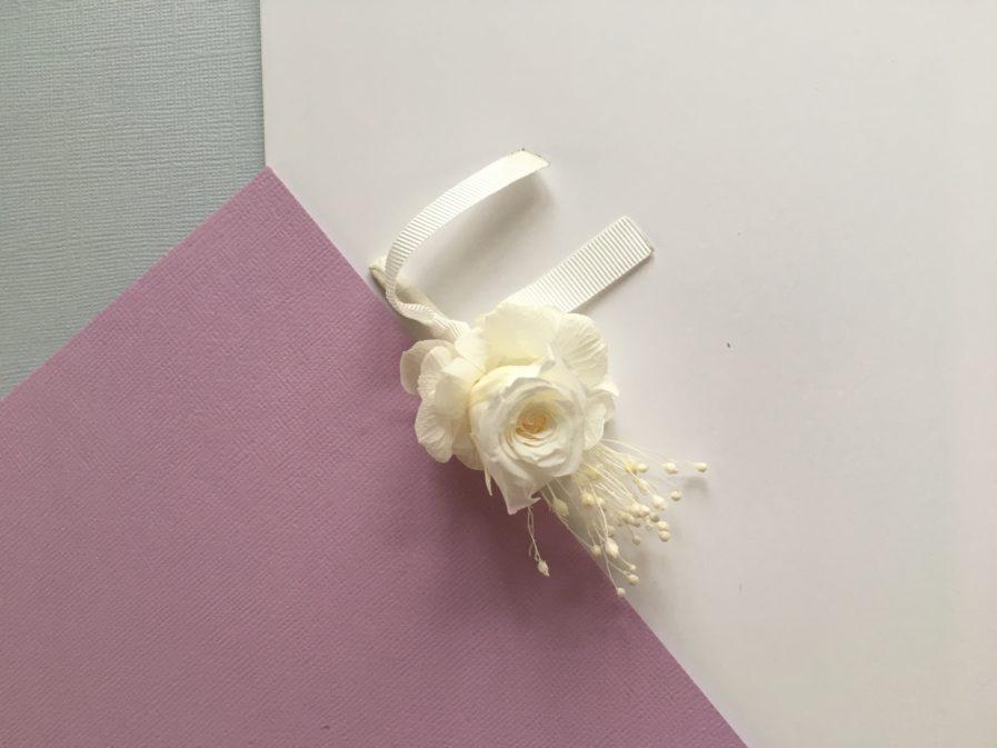 Boutonnière de marié Lima en fleurs stabilisées et séchées