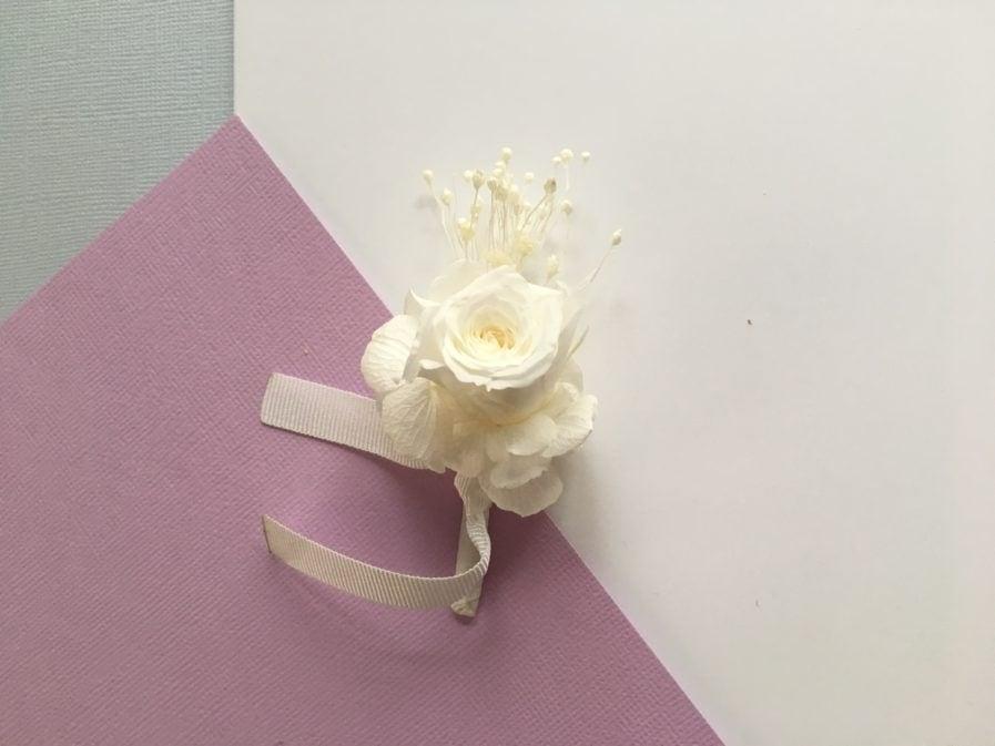 Boutonnière de marié Lima en fleurs stabilisées - Les Fleurs Dupont