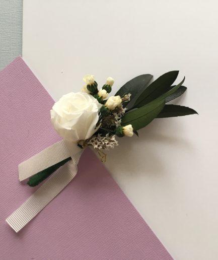 Boutonnière de marié Elaia avec feuilles d'olivier