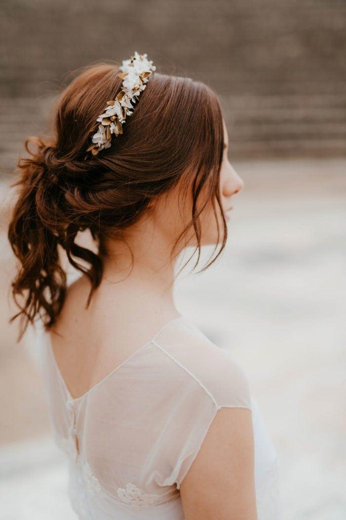 Headband de fleurs Ori - Anaïs Nannini - Les Fleurs Dupont - Serre-tête doré et blanc
