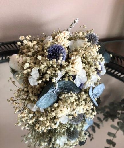Bouquet de la mariée en fleurs stabilisées et séchées