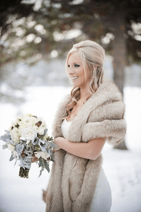 Mariage hivernal - tenue fourrure - Happywed.com