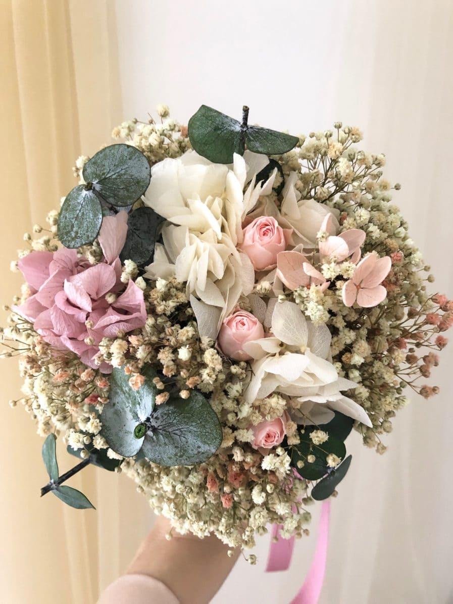 Bouquet de la mariée en fleurs stabilisées et séchées Confetti