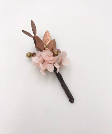 Boutonnière de mariage Phyra en fleurs séchées et stabilisées