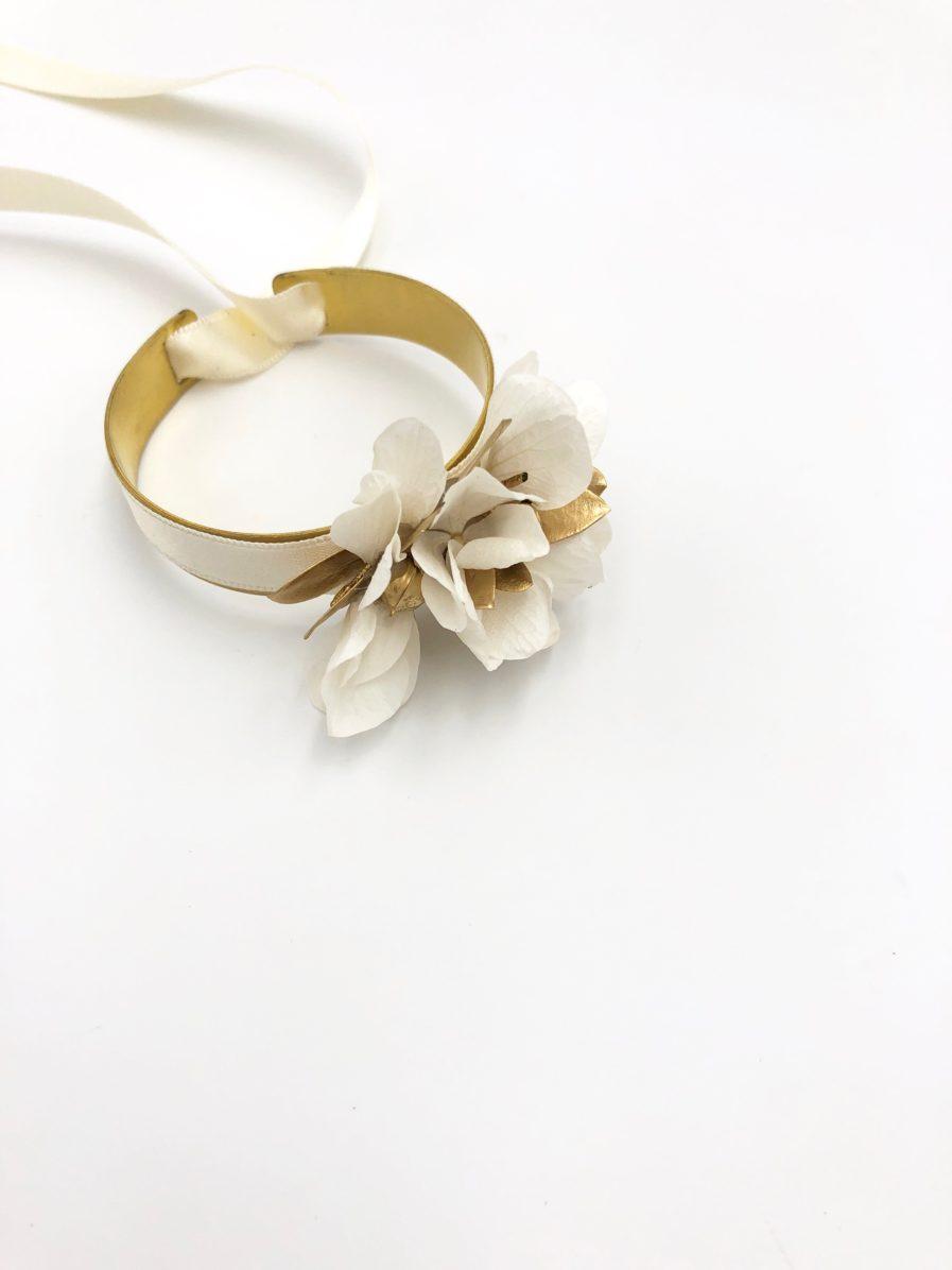 Bracelet en fleurs dorées Ori pour le mariage