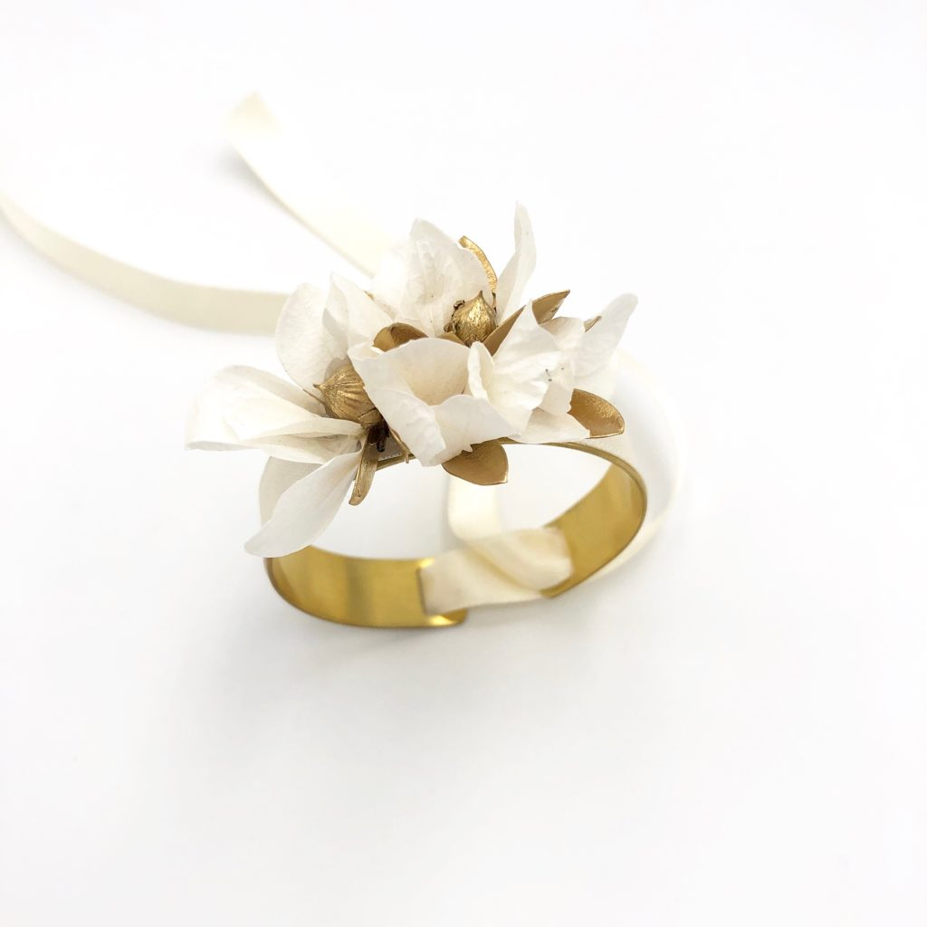 "Bracelet jonc fleuri Ori pour demoiselle d""honneur"