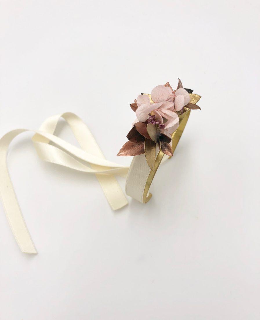 Bracelet jonc fleuri Phyra en fleurs stabilisées et séchées