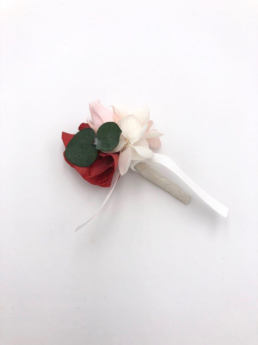 Boutonnière de marié Arabesque en fleurs stabilisées