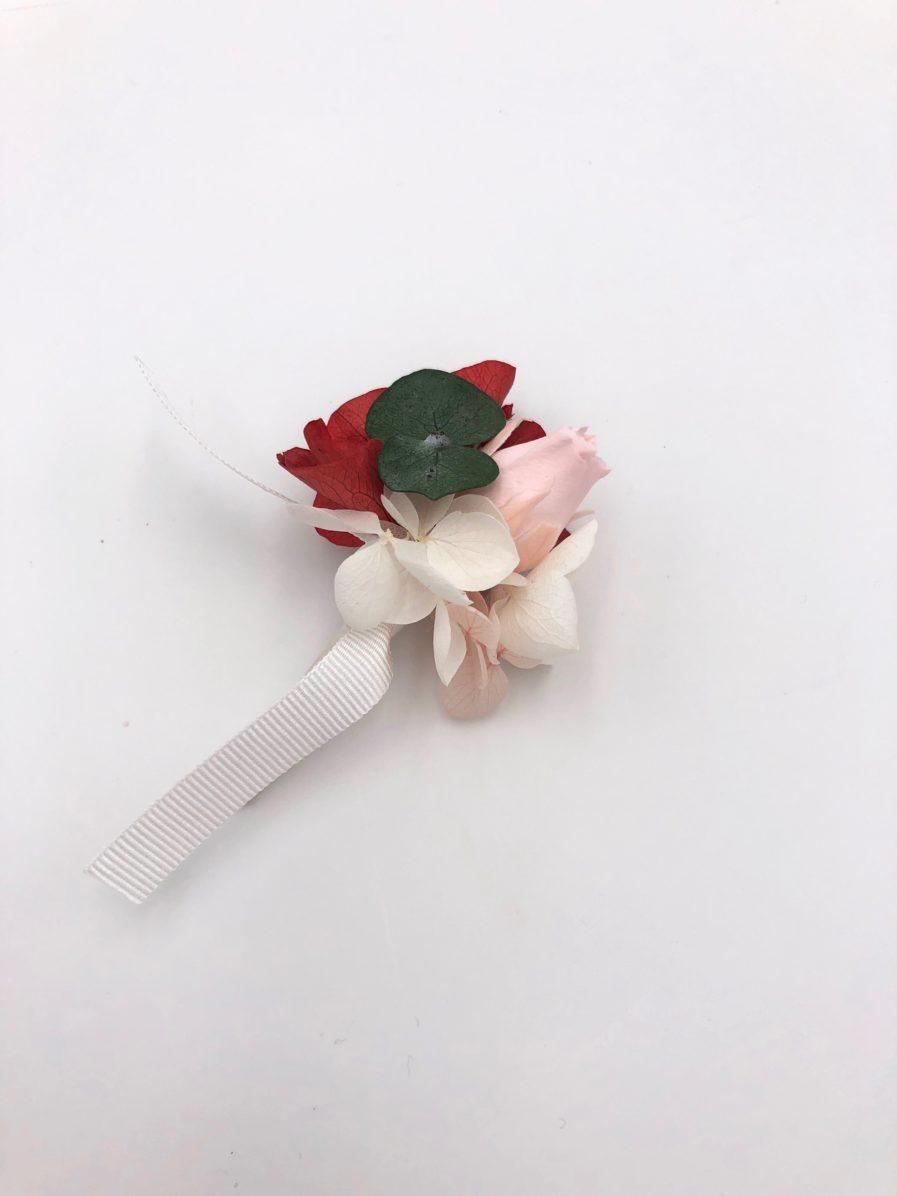 Boutonnière en fleurs stabilisées Arabesque pour le témoin
