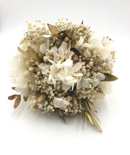 Bouquet de la mariée Ori en fleurs stabilisées dorées avec eucalyptus et gypsophile