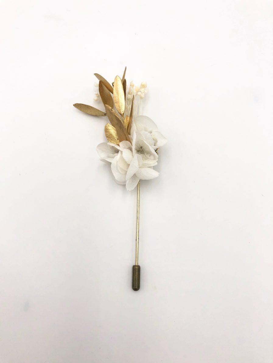 Boutonnière en fleurs Ori pour le marié et ses témoins