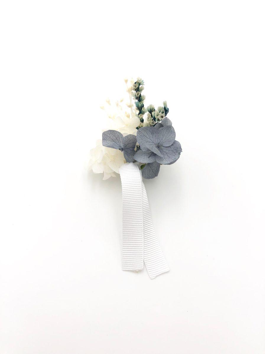 Boutonnière de marié Horizon en fleurs stabilisées