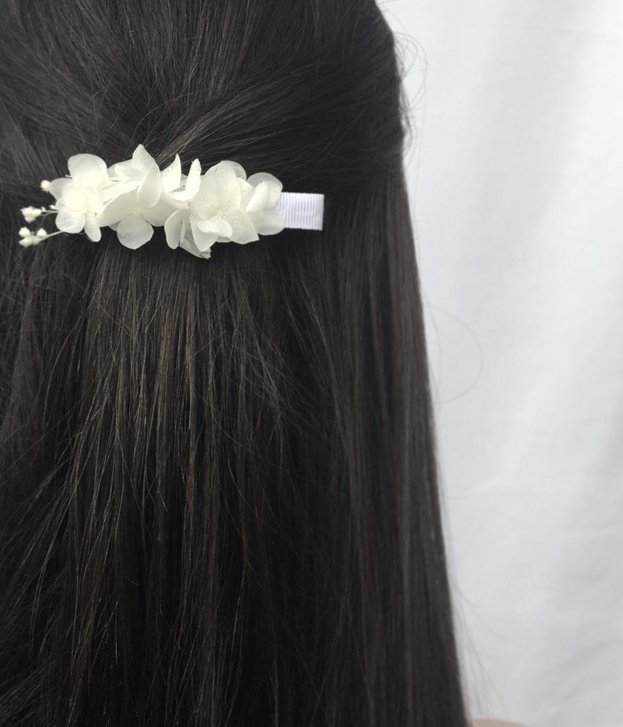 Petite barrette blanche en fleurs stabilisées