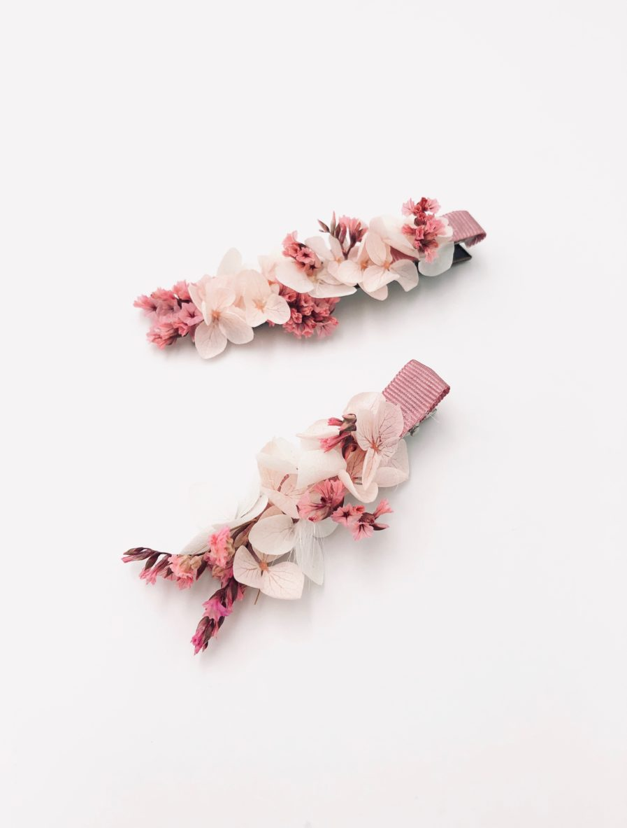 Petite barrette en fleurs pour l'invitée de mariage