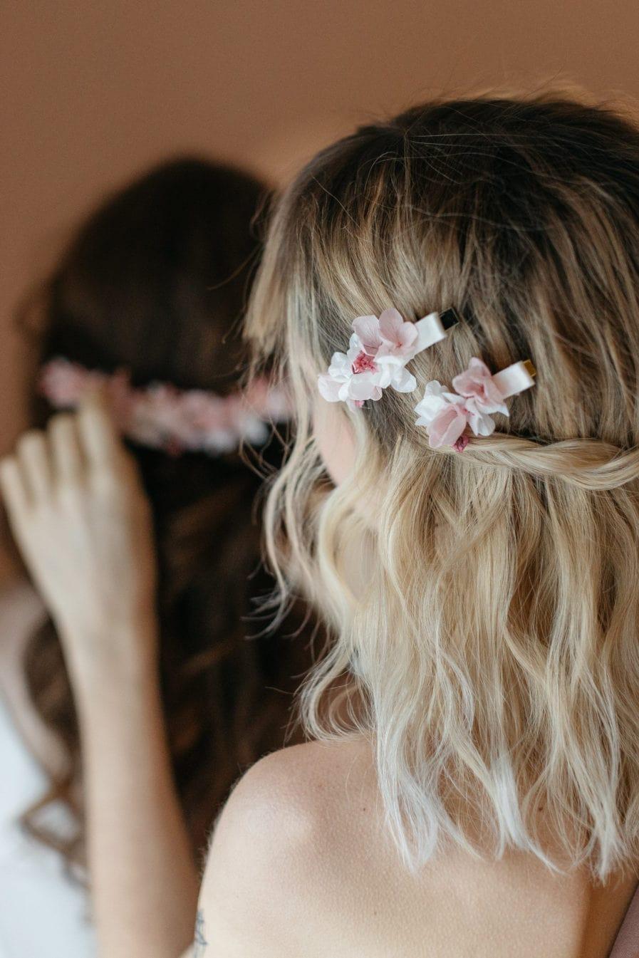 Petite barrette en fleurs stabilisées rose