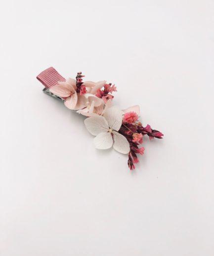 Petite barrette rose en fleurs stabilisées pour la demoiselle d'honneur