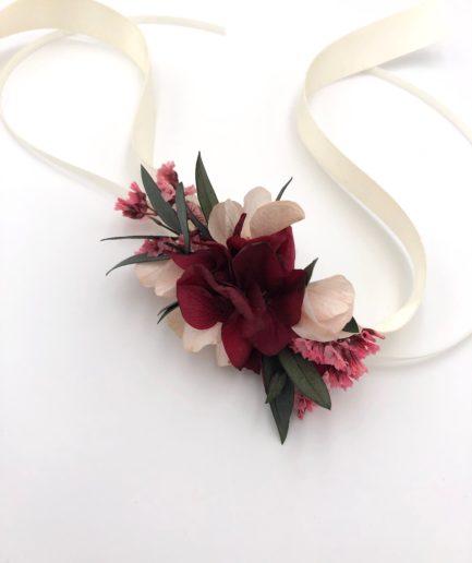 Bracelet de demoiselles d'honneur Carmin en fleurs stabilisées