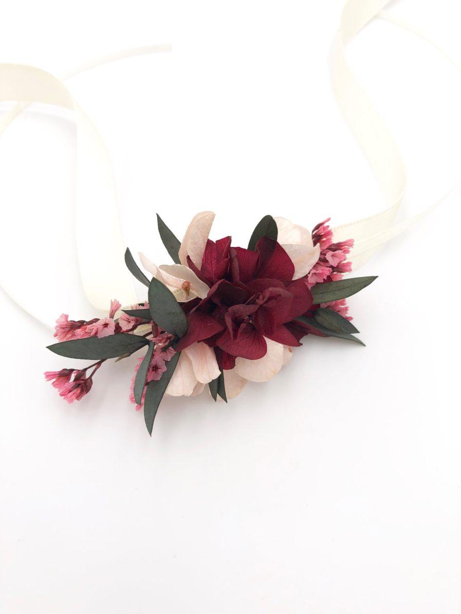 Bracelet en fleurs stabilisées Carmin pour la demoiselle d'honneur