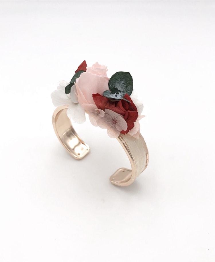 Bracelet en fleurs stabilisées Arabesque de type jonc pour la mariée
